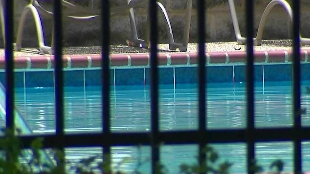 Child dies after found in Tarrant County swimming pool